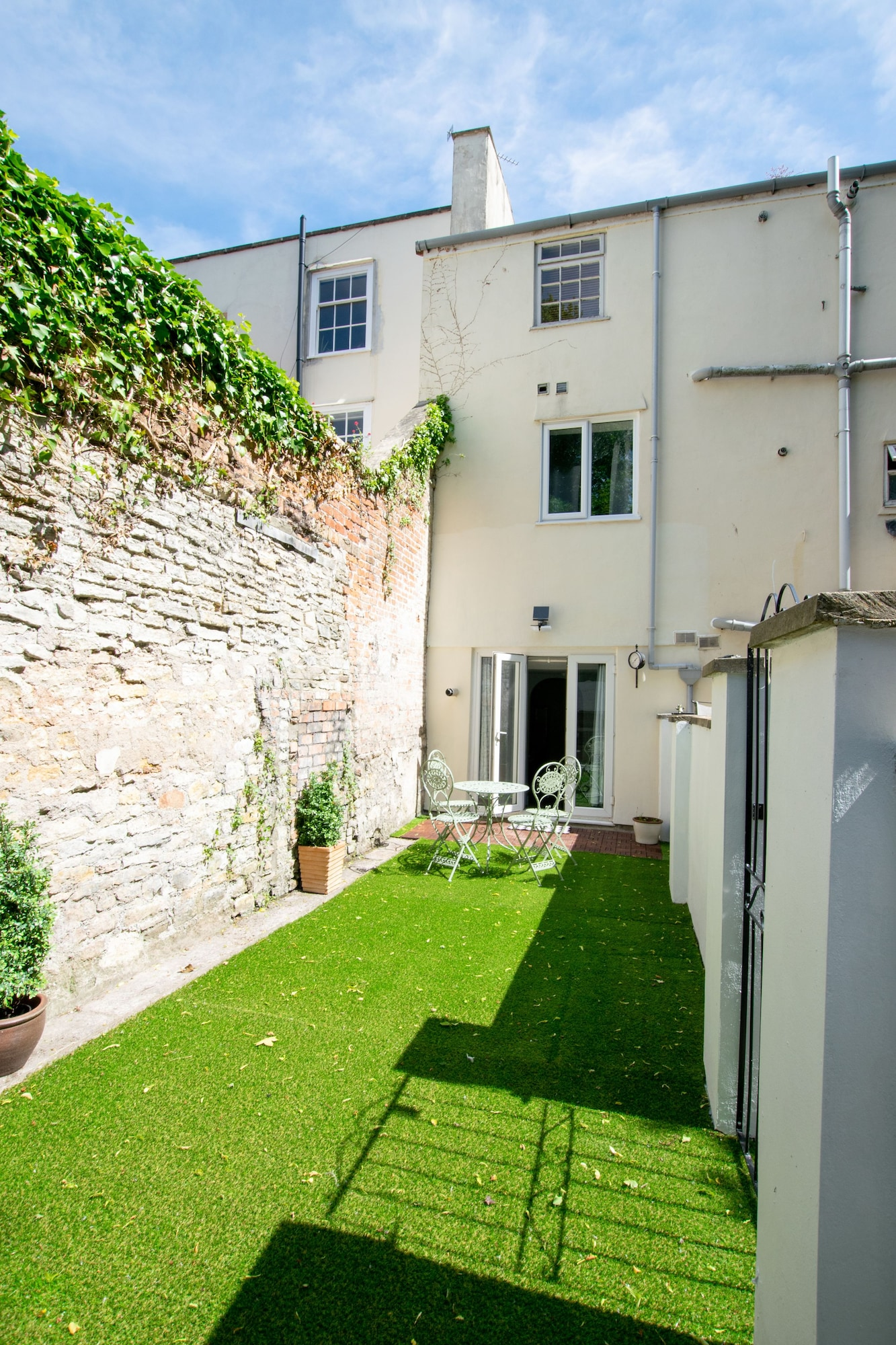 Large Garden Apartment Central Bristol, Bristol