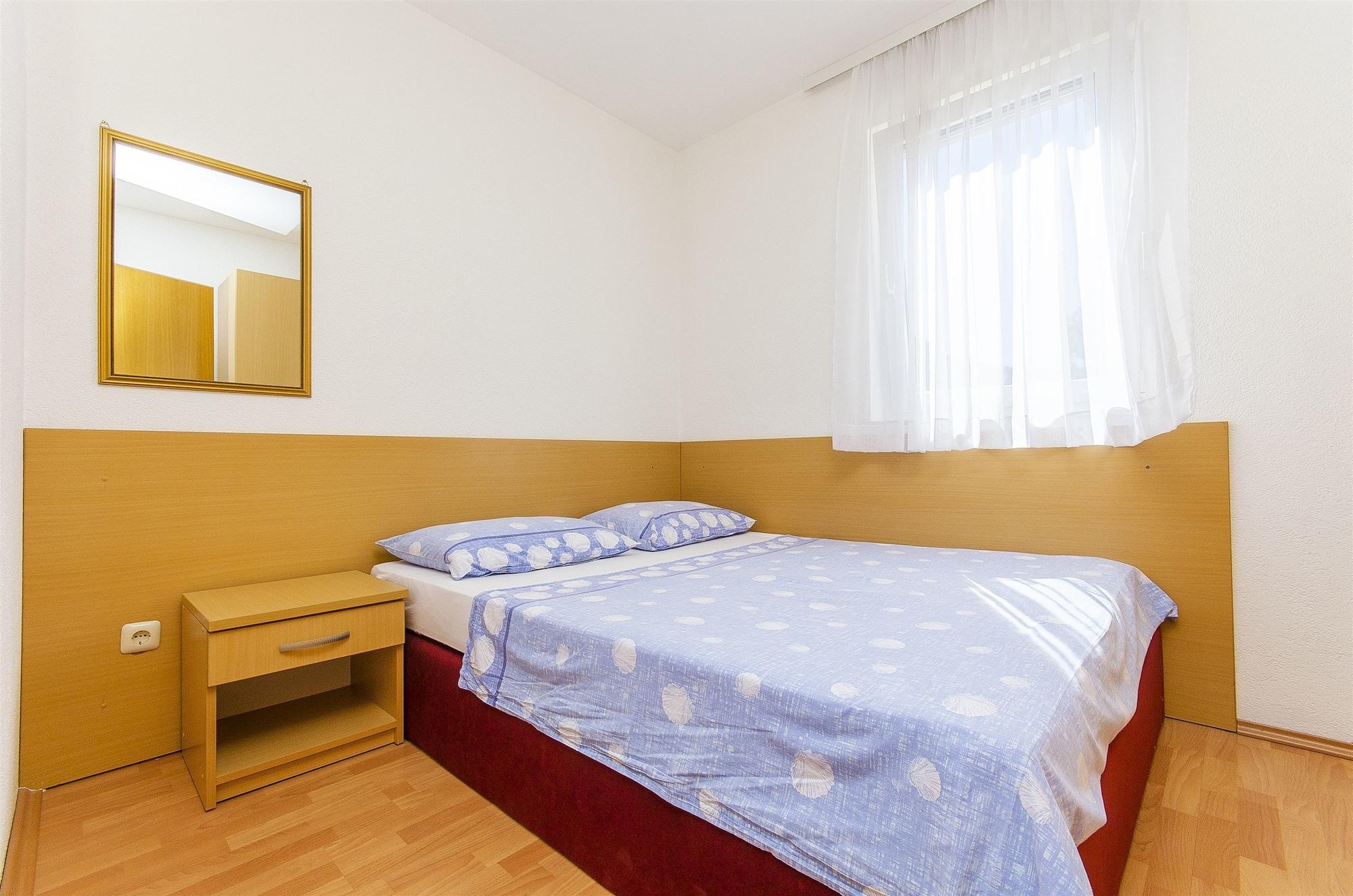 Apartments Jakov, Marina