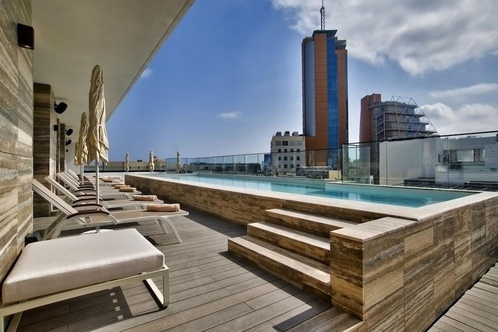 https://i.travelapi.com/hotels/39000000/38240000/38232200/38232154/6d649b1c_z.jpg