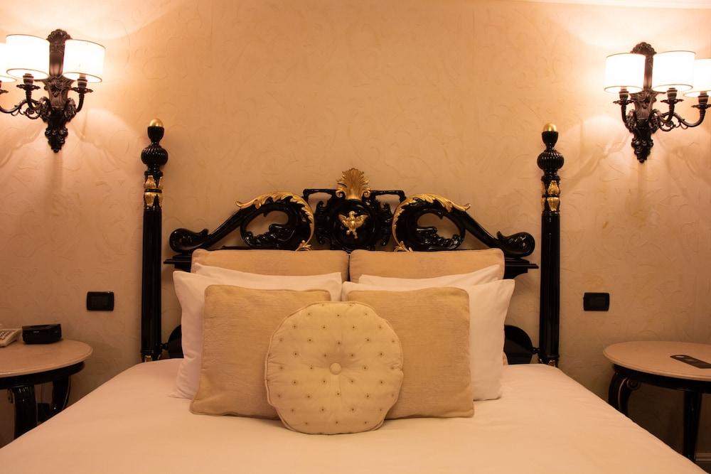 https://i.travelapi.com/hotels/39000000/38300000/38298400/38298395/8f609b57_z.jpg