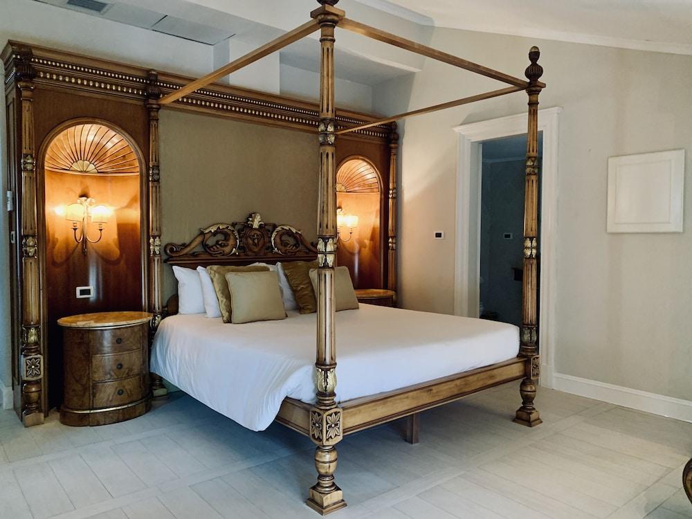 https://i.travelapi.com/hotels/39000000/38300000/38298400/38298395/c05e0b22_z.jpg