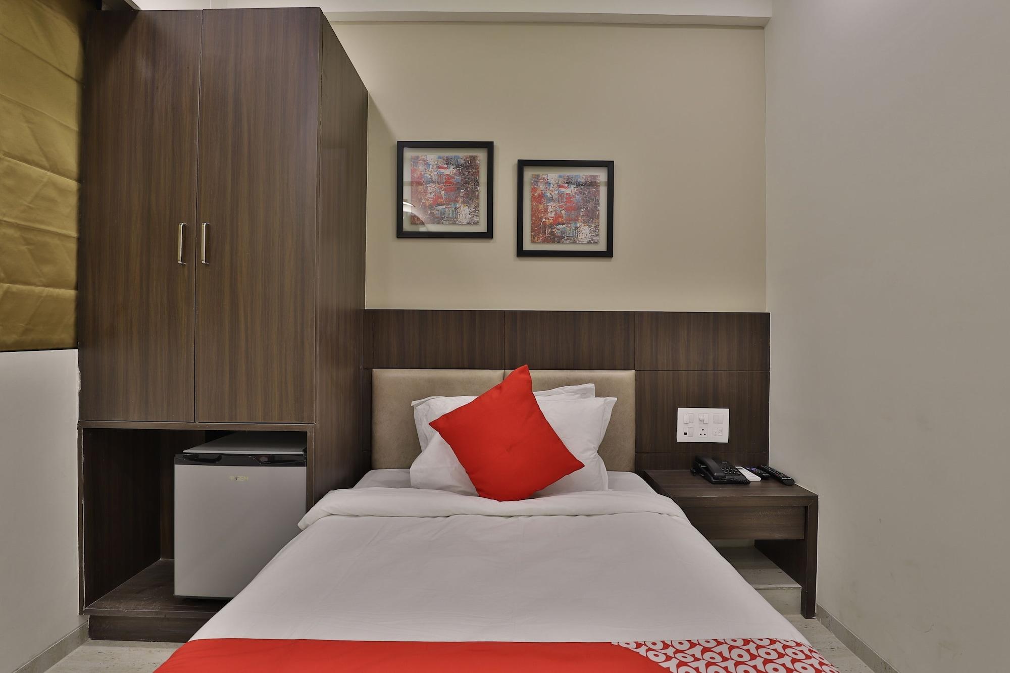 OYO 24411 Hotel Privya, Surat