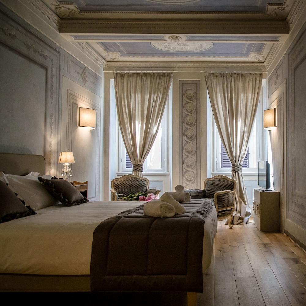 https://i.travelapi.com/hotels/39000000/38450000/38443500/38443458/3b7aa0ad_z.jpg