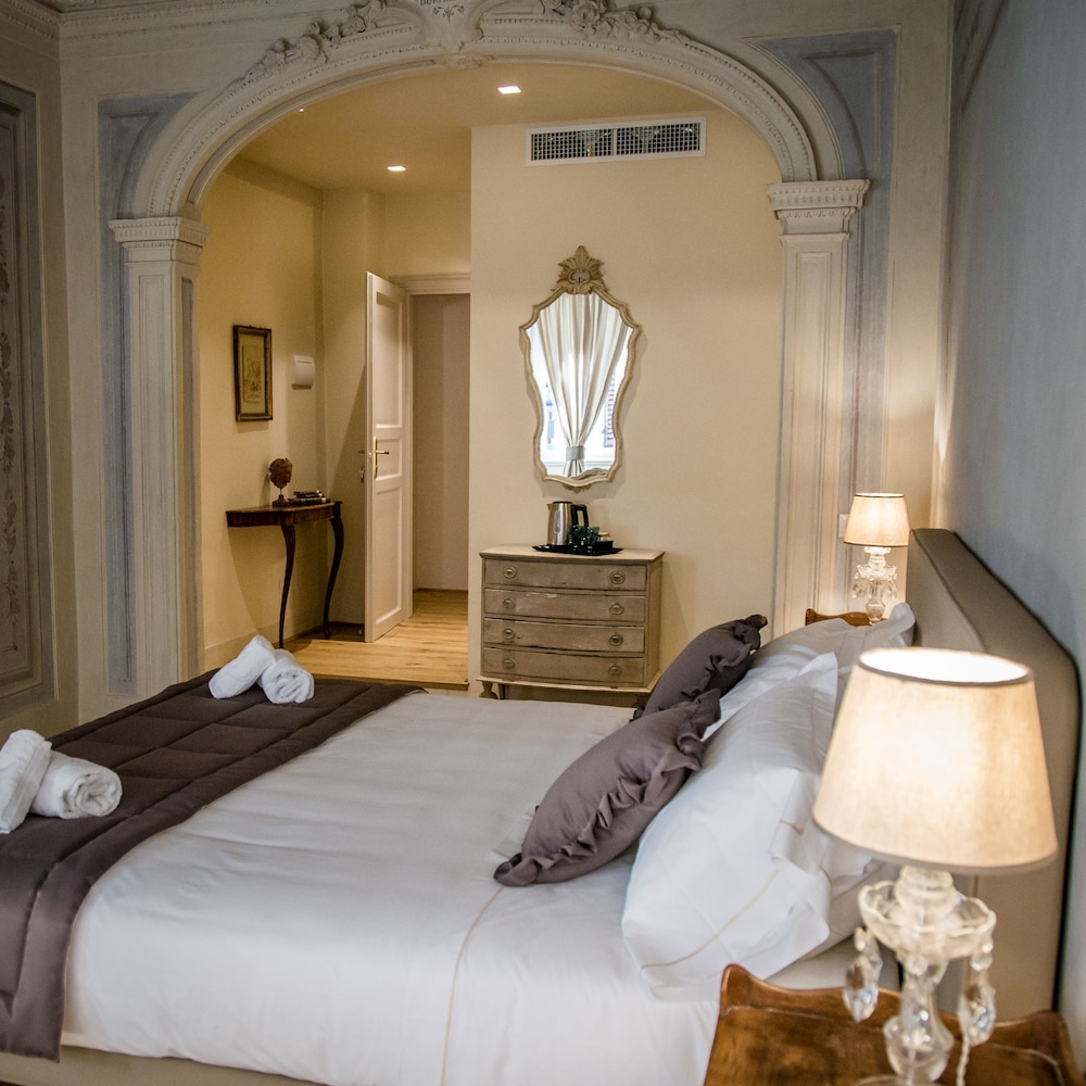 https://i.travelapi.com/hotels/39000000/38450000/38443500/38443458/447a12fd_z.jpg