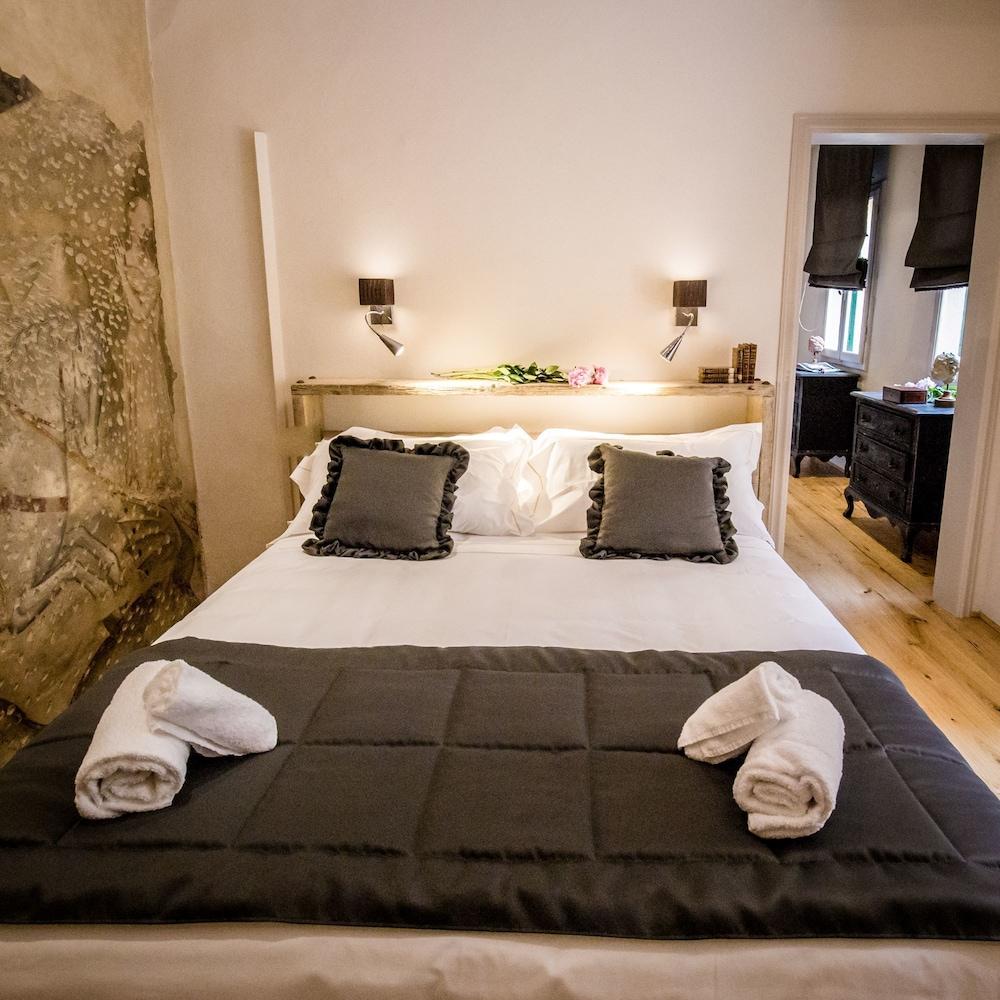 https://i.travelapi.com/hotels/39000000/38450000/38443500/38443458/7621a4fd_z.jpg