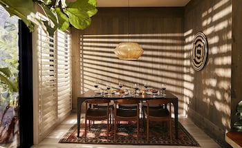 Vintro Hotel South Beach,  Curio Collection By Hilton