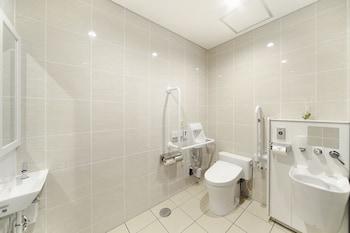TOHO HOTEL MOTOMACHI Bathroom