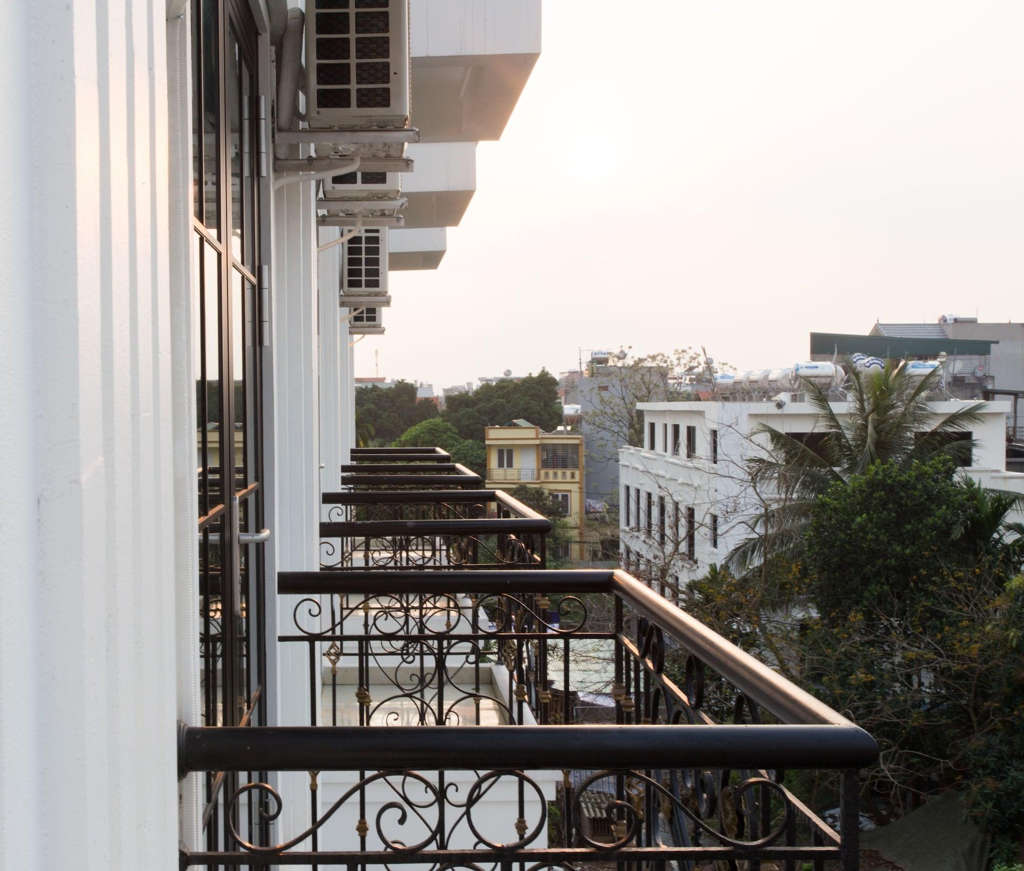 Hana Hotel, Long Biên