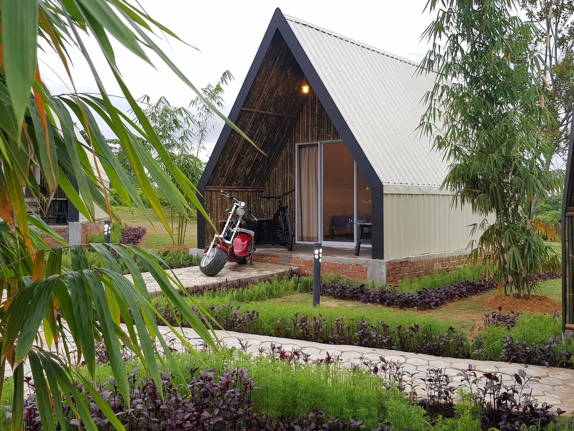 D'Bamboo Kamp Desa Wisata Ekang