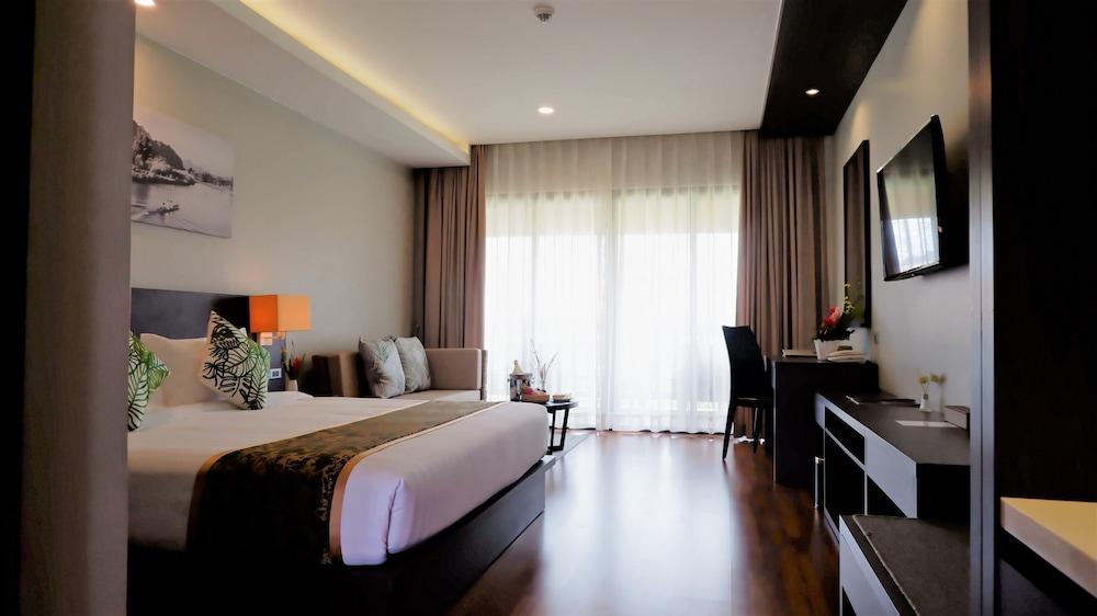 https://i.travelapi.com/hotels/39000000/38720000/38715700/38715629/3b28d7ba_z.jpg