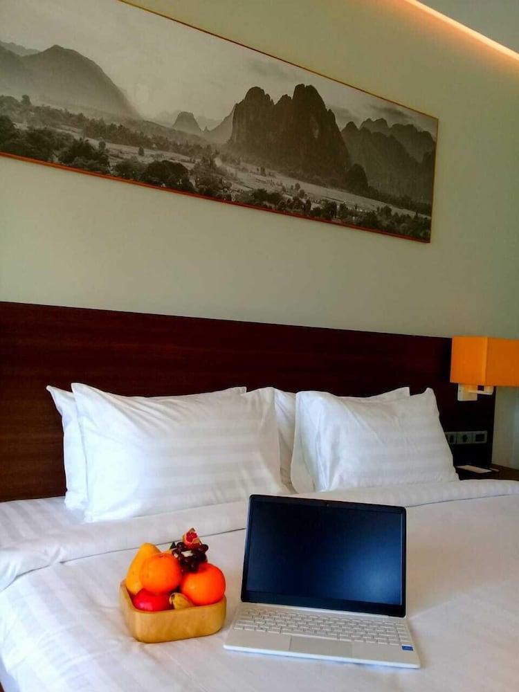 https://i.travelapi.com/hotels/39000000/38720000/38715700/38715629/fccdd76b_z.jpg