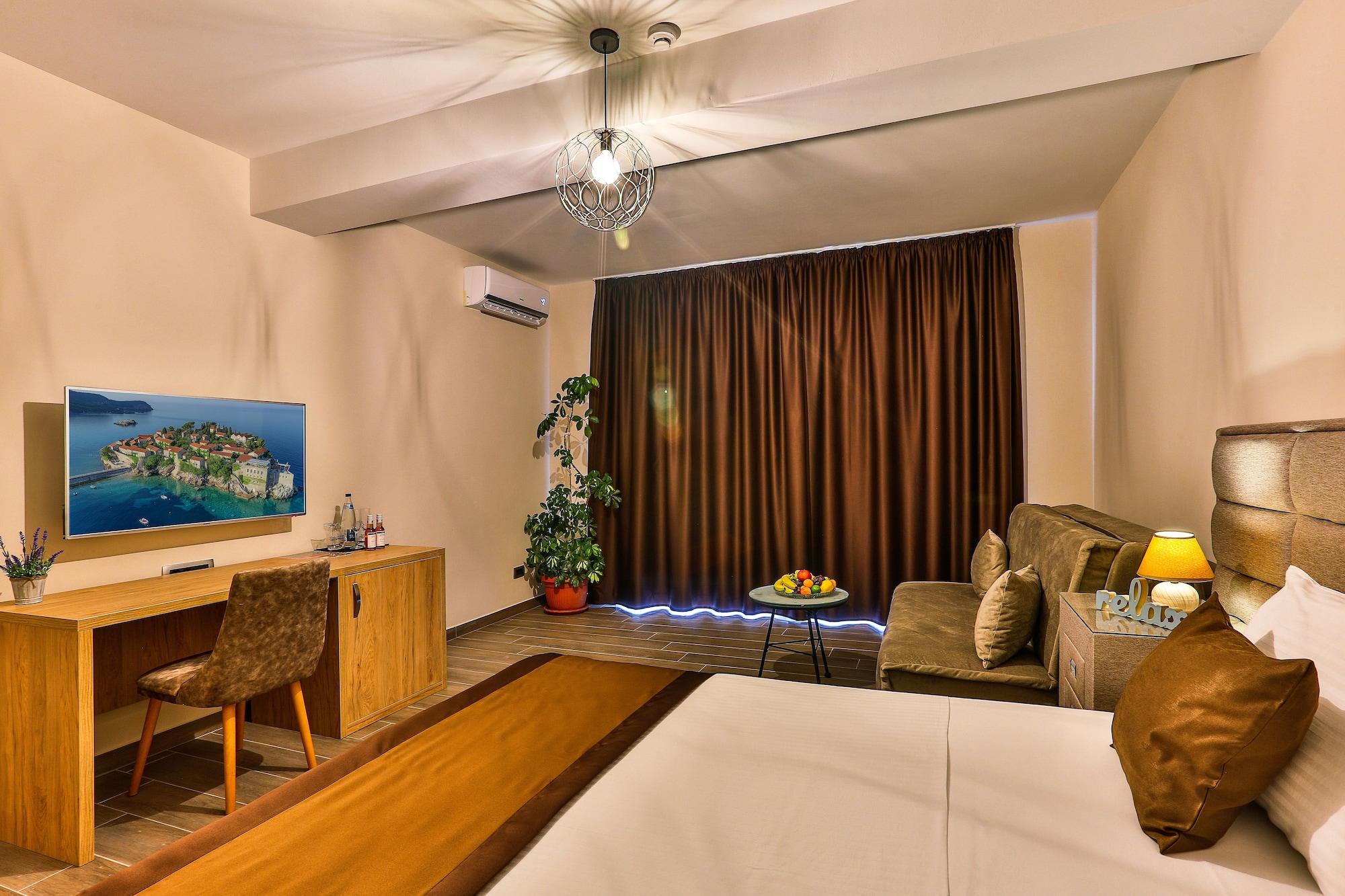 Hotel Sunset,