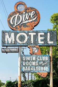 潛水汽車旅館及游泳俱樂部 The Dive Motel & Swim Club