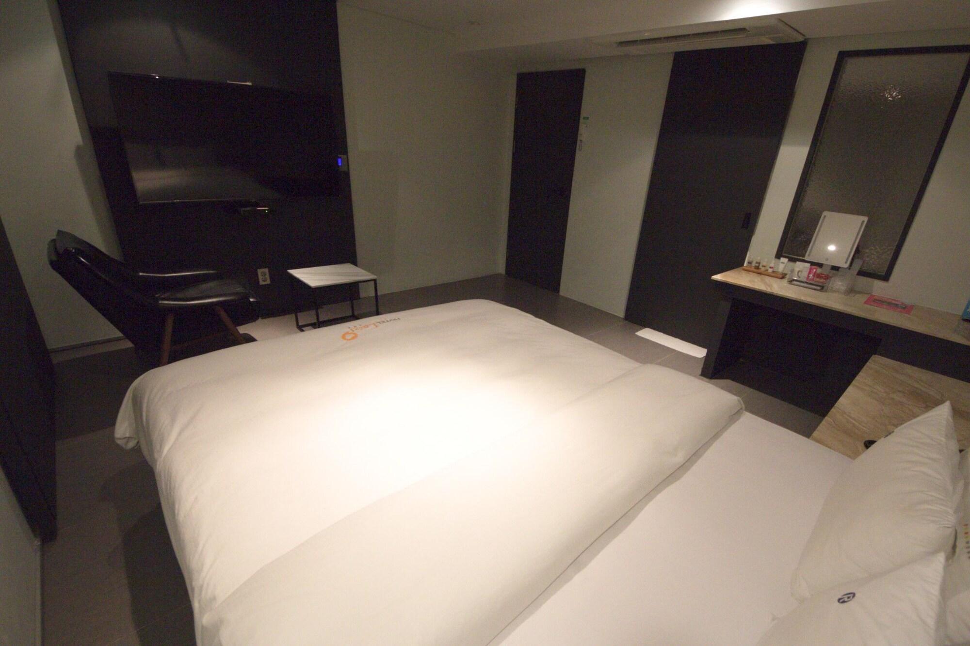 Lazzi Motel, Yeonje