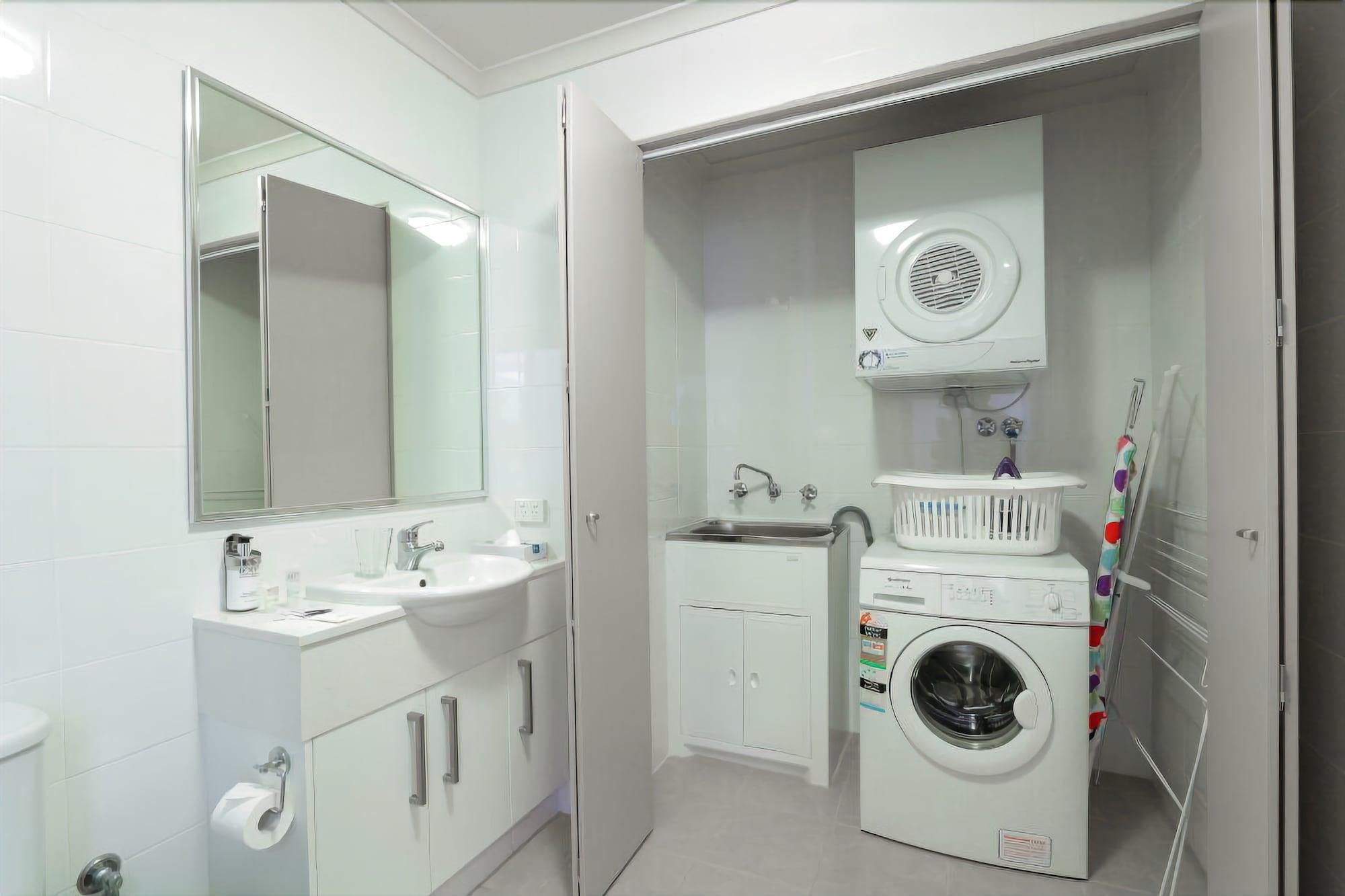 188 Apartments, Vincent