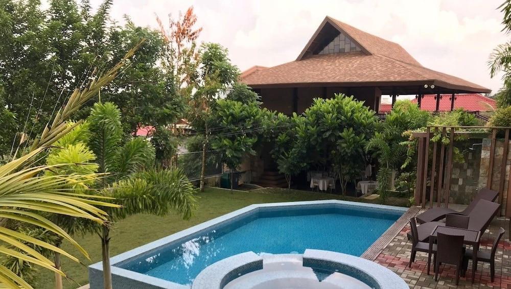 https://i.travelapi.com/hotels/39000000/38980000/38972100/38972014/82563056_z.jpg