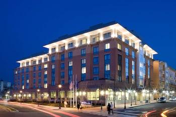 芭堤雅山坡度假飯店 Hilton Garden Inn Arlington-Shirlington