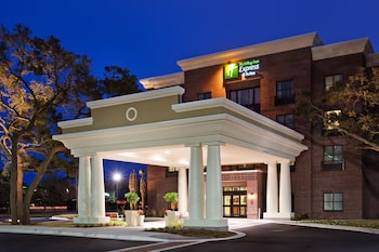 Exterior at Holiday Inn Express & Suites Mt. Pleasant in Mount Pleasant