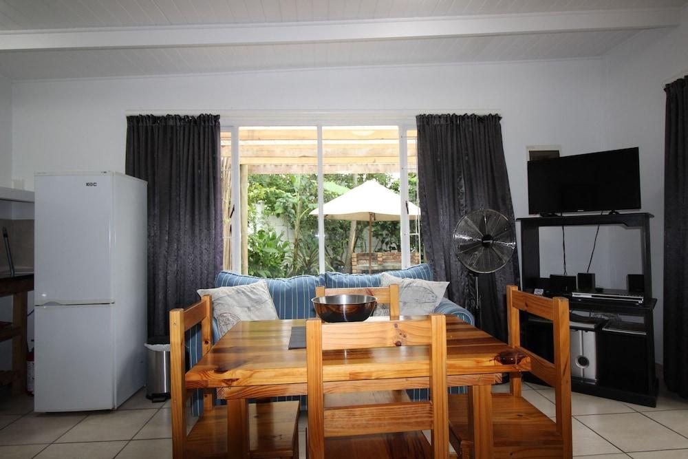 라 보헴 베드 앤드 브렉퍼스트(La Boheme Bed and Breakfast) Hotel Image 15 - In-Room Dining