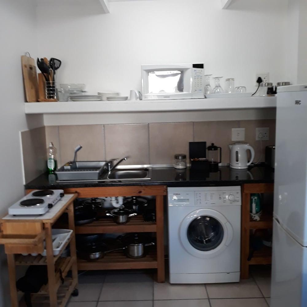라 보헴 베드 앤드 브렉퍼스트(La Boheme Bed and Breakfast) Hotel Image 16 - In-Room Kitchen