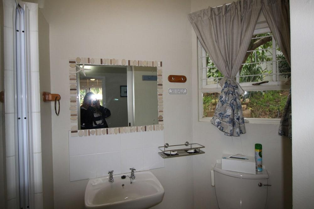 라 보헴 베드 앤드 브렉퍼스트(La Boheme Bed and Breakfast) Hotel Image 67 - Bathroom
