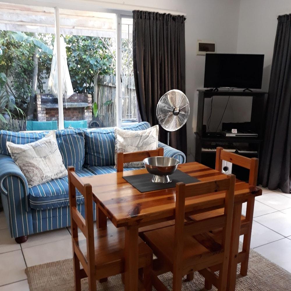 라 보헴 베드 앤드 브렉퍼스트(La Boheme Bed and Breakfast) Hotel Image 19 - Living Room