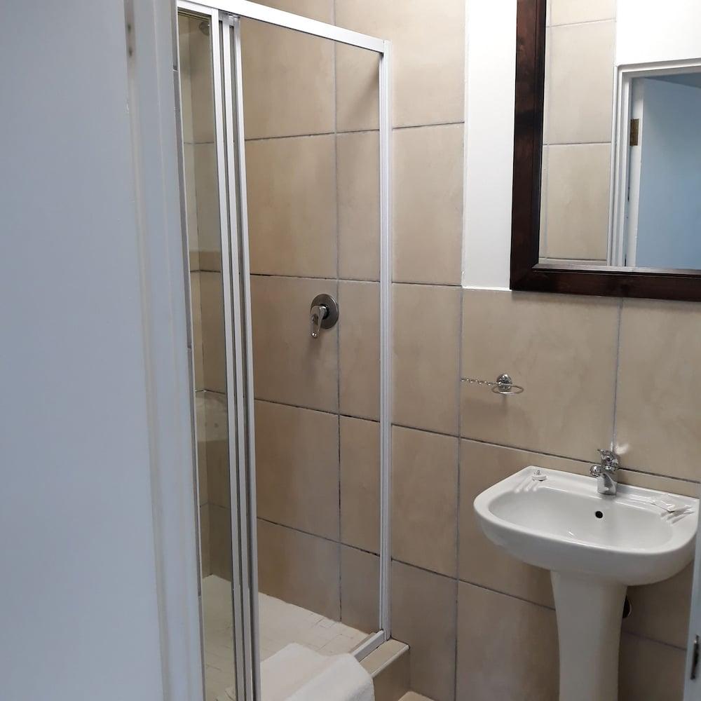 라 보헴 베드 앤드 브렉퍼스트(La Boheme Bed and Breakfast) Hotel Image 36 - Bathroom