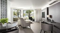 Riverside Suite
