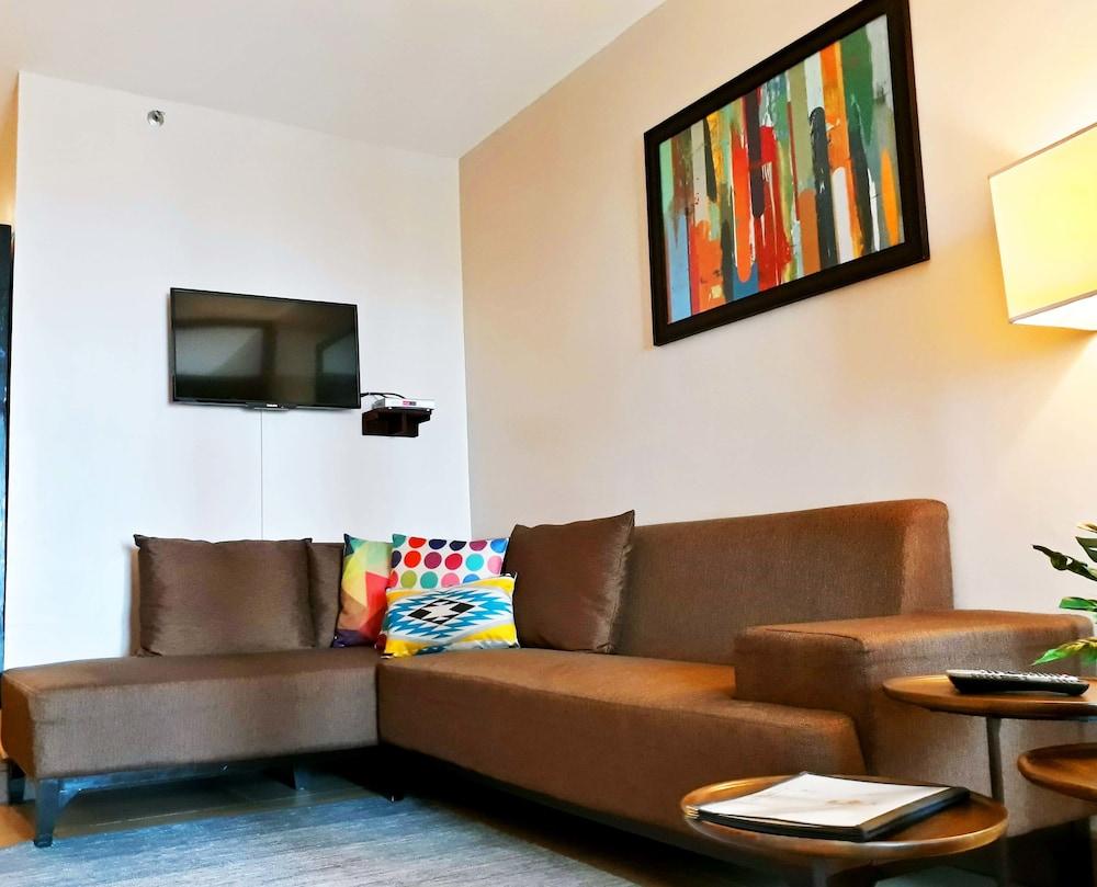 https://i.travelapi.com/hotels/4000000/3020000/3017100/3017060/1e16a658_z.jpg