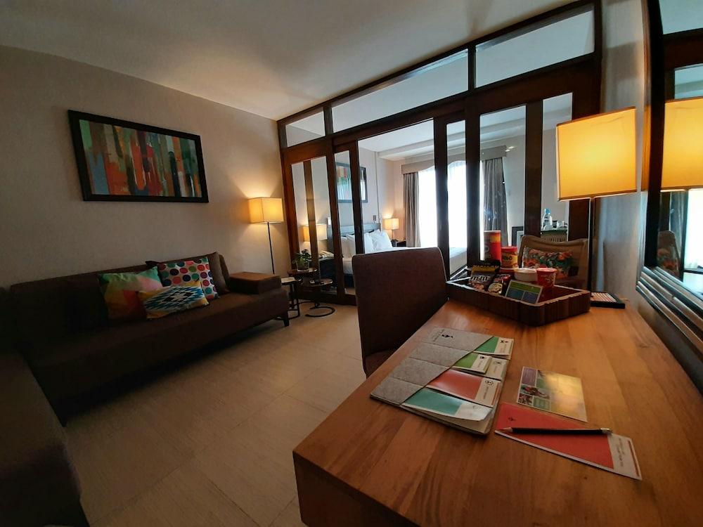 https://i.travelapi.com/hotels/4000000/3020000/3017100/3017060/24e42049_z.jpg