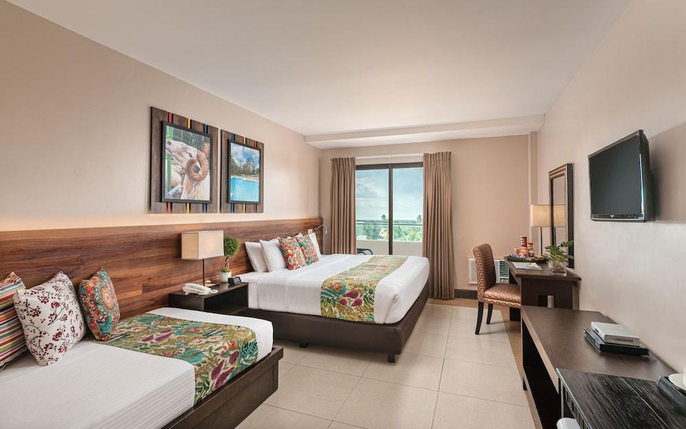 https://i.travelapi.com/hotels/4000000/3020000/3017100/3017060/8825b86b_z.jpg