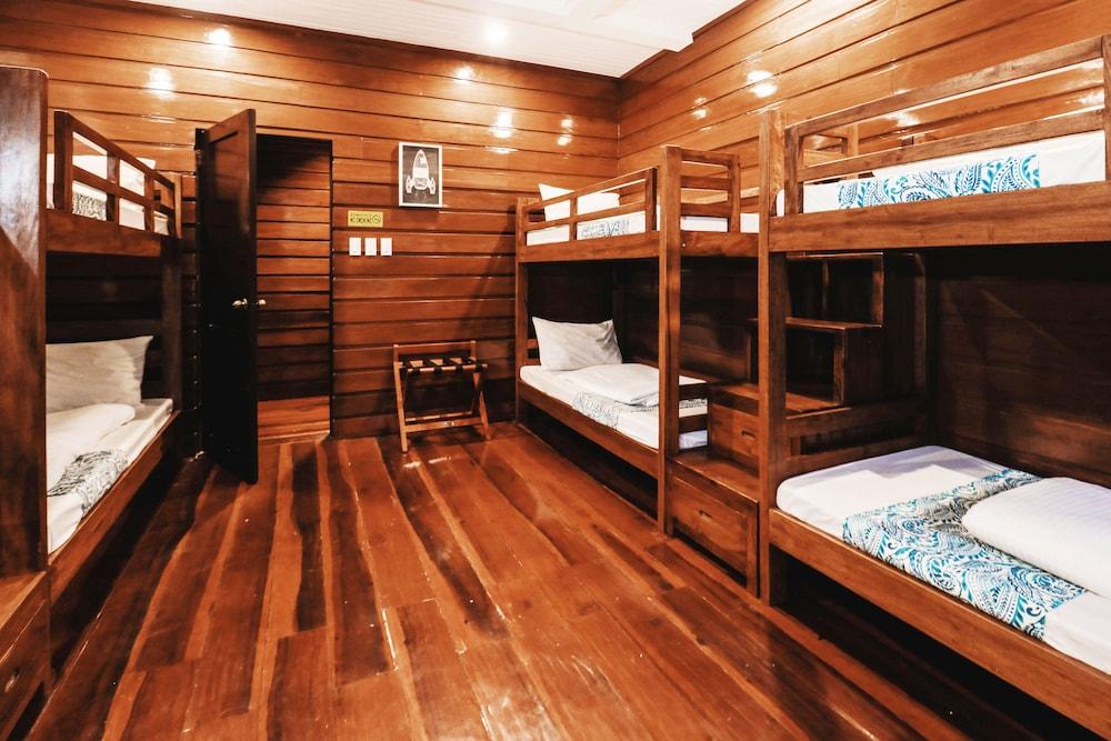 https://i.travelapi.com/hotels/4000000/3020000/3017100/3017060/c688daec_z.jpg