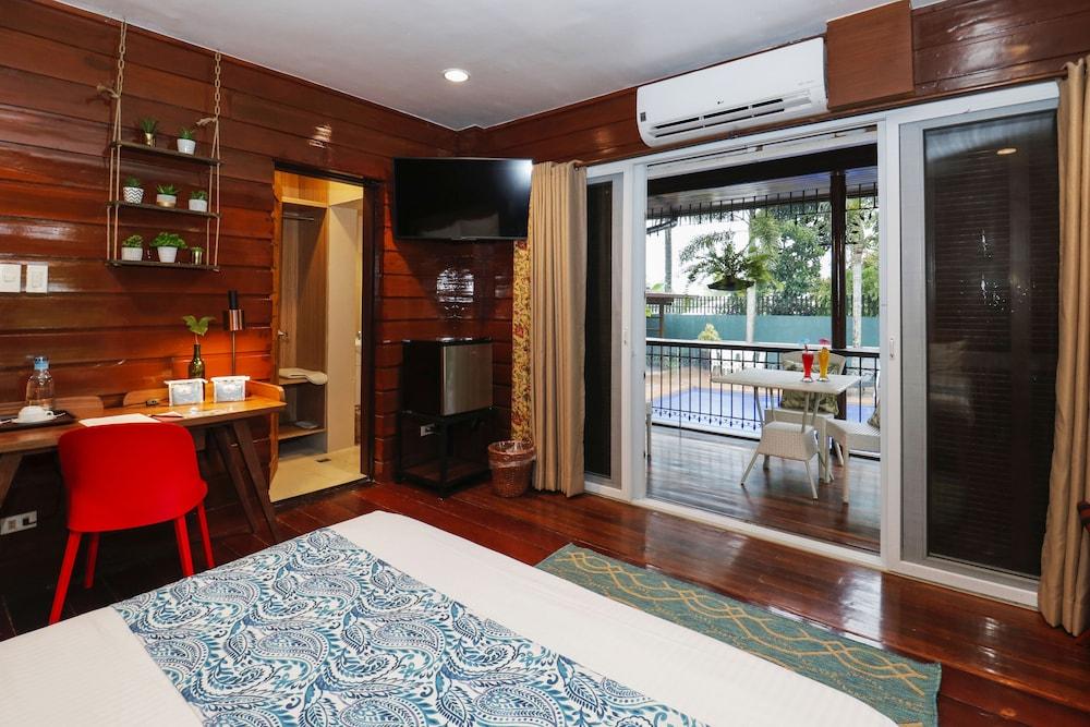 https://i.travelapi.com/hotels/4000000/3020000/3017100/3017060/d8ebe767_z.jpg