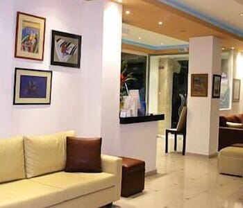 https://i.travelapi.com/hotels/4000000/3020000/3019500/3019425/ba02125c_b.jpg