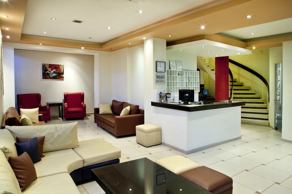 https://i.travelapi.com/hotels/4000000/3020000/3019500/3019425/cb4387ad_z.jpg