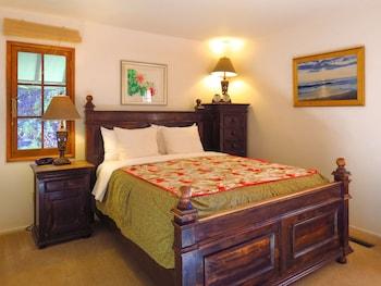 Room (Rosewood Queen with En Suite Bathroom)
