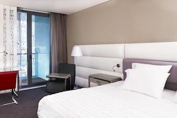 Deluxe Room, 1 Queen Bed, Balcony, City View