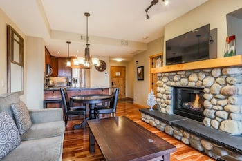 306 RCL One Bedroom King Suite