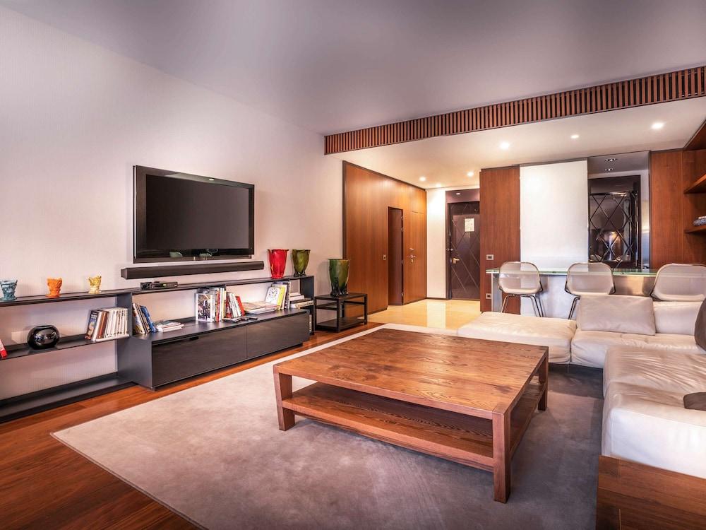 https://i.travelapi.com/hotels/4000000/3030000/3022500/3022462/21135d91_z.jpg