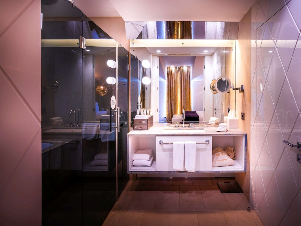 https://i.travelapi.com/hotels/4000000/3030000/3022500/3022462/425c57c3_z.jpg
