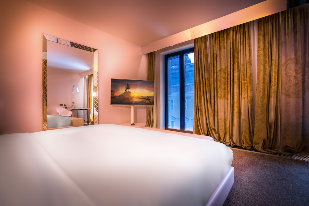 https://i.travelapi.com/hotels/4000000/3030000/3022500/3022462/5e65cc49_z.jpg