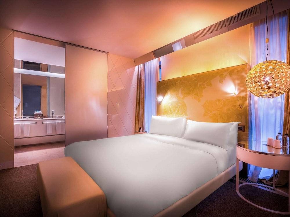 https://i.travelapi.com/hotels/4000000/3030000/3022500/3022462/cdcd20fe_z.jpg