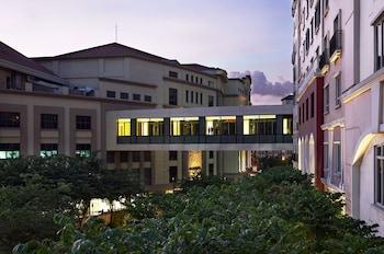 Marriott Hotel Manila Exterior