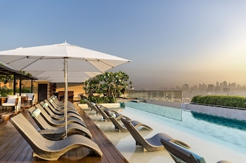 Marriott Hotel Manila Pool