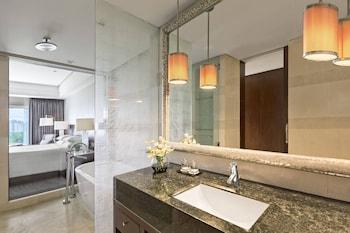 Marriott Hotel Manila Bathroom