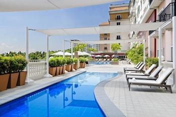 Marriott Hotel Manila Outdoor Pool