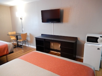 Deluxe Room, 1 Queen Bed, Non Smoking, Refrigerator & Microwave