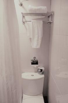Oriental Lander Hotel - Bathroom  - #0