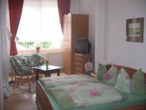 __{offers.Best_flights}__ Hotel Viktoria