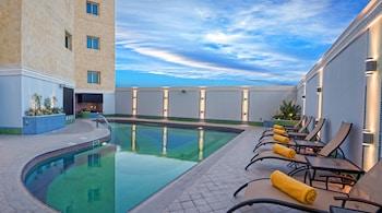 Hotel - Grand Regal Hotel